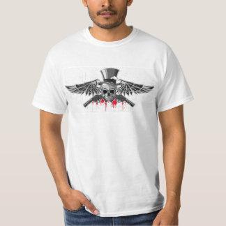Emblema de un cráneo con las pistolas camiseta