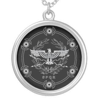 Emblema del imperio romano colgante redondo