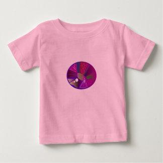 Embroma la camiseta de los diseñadores con la
