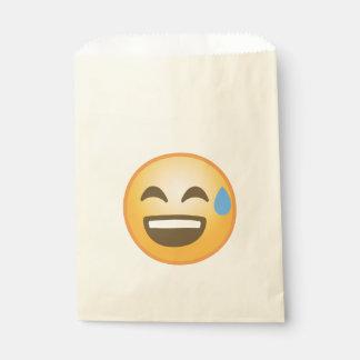 Emoji aliviado sonriente bolsa de papel