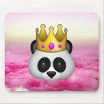 Emoji coronó la panda alfombrilla de ratón