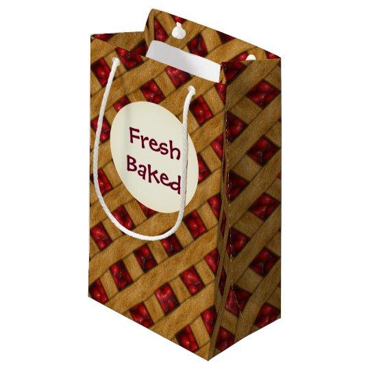 Empanada de la cereza, cerezas rojas, postre, bolsa de regalo pequeña