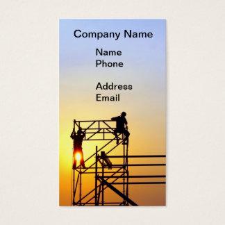 Emplazamiento de la obra con los trabajadores en tarjeta de negocios