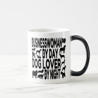 Empresaria del amante del perro taza mágica