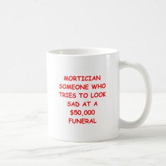 Empresario de pompas fúnebres taza de café