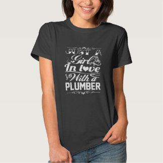 En amor con el fontanero camiseta