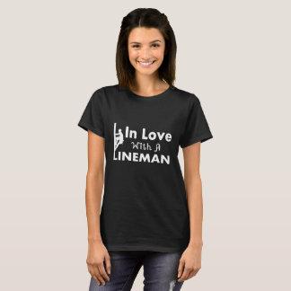 En amor con un instalador de líneas camiseta