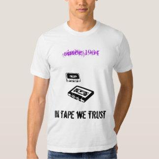 en cinta confiamos en camisetas