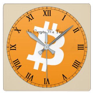 En Crypto confiamos en Bitcoin reloj de pared