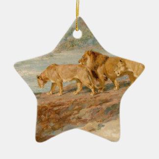 En el banco de un río africano de británico adorno de cerámica en forma de estrella