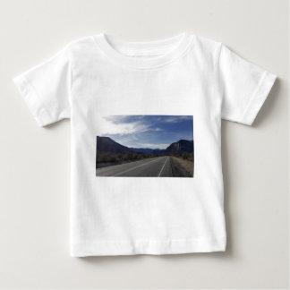 en el camino a mt Charleston nanovoltio Camiseta De Bebé