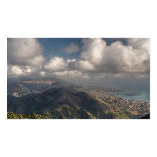 En el top una montaña tarjetas de visita