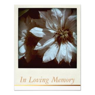 En funeral conmemorativo floral de la memoria invitación 10,8 x 13,9 cm