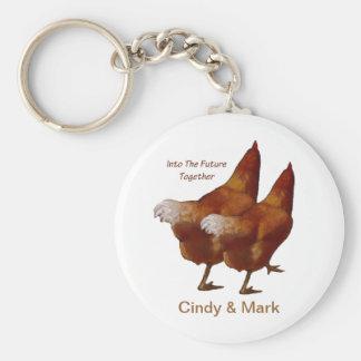 En futuro junto: El caminar de los pollos: Pares d Llavero Redondo Tipo Chapa