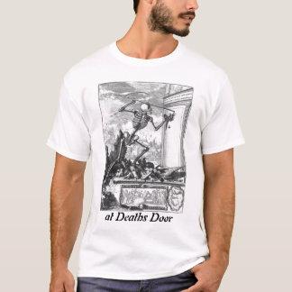 En la camisa de la puerta de las muertes