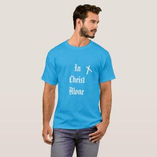 En la camiseta cristiana sola de Cristo