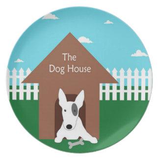 En la casa de perro platos