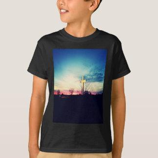 En la cruz camiseta
