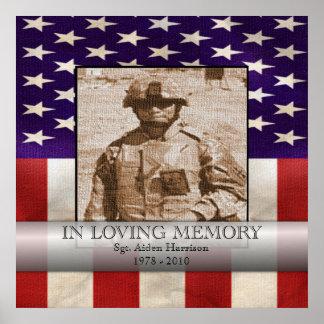 En la foto militar de la memoria cariñosa póster