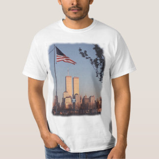 En la memoria 9/11/01 (escrita encendido detrás) camisetas