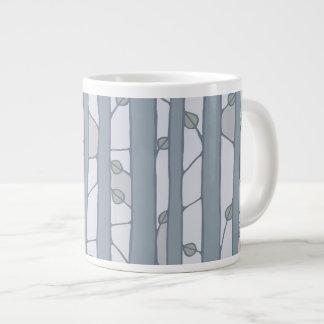 En la taza enorme gris de maderas