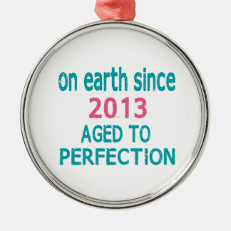 En la tierra envejecida desde 2013 a la perfección adorno redondo plateado
