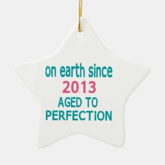En la tierra envejecida desde 2013 a la perfección adorno de cerámica en forma de estrella