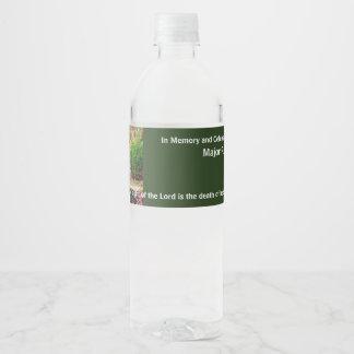 En memoria de la celebración fúnebre conmemorativa etiqueta para botella de agua