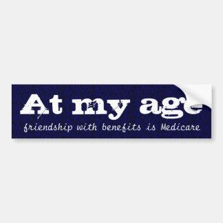En mi edad la amistad con las ventajas es Seguro Pegatina De Parachoque