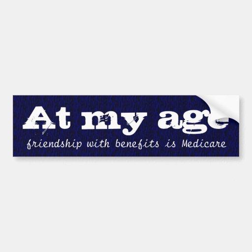 En mi edad, la amistad con las ventajas es Seguro  Pegatina De Parachoque