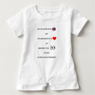 En mi mameluco del bebé de la serie del corazón