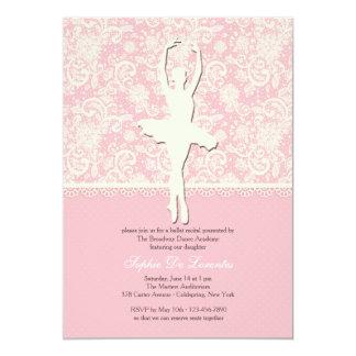 En su invitación del ballet de los dedos del pie