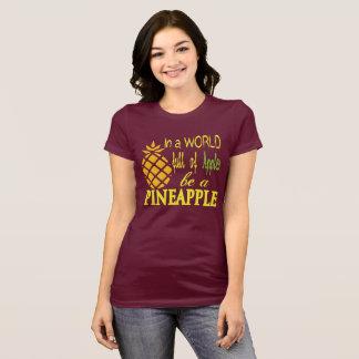En un mundo por completo de manzanas, sea una piña camiseta