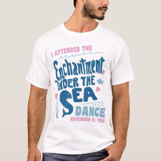 Encantamiento bajo danza 1955 del mar camiseta