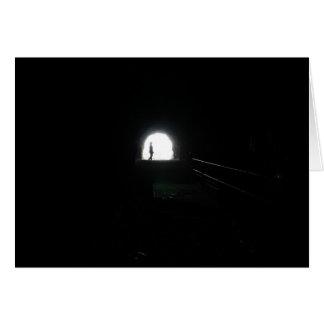 enciéndase en el extremo del túnel - notecard felicitacion
