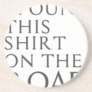 Encontré esta camisa en el camino posavasos de arenisca