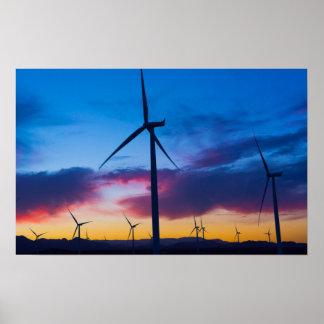 Energía verde de la energía eólica en la central póster