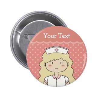 Enfermera bonita con el pelo ondulado chapa redonda de 5 cm