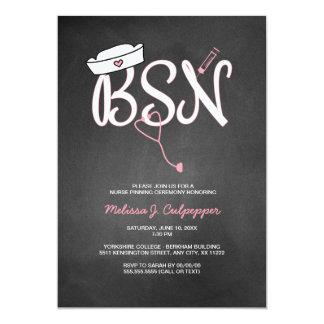Enfermera de BSN que fija rosa de la graduación de Invitación 12,7 X 17,8 Cm