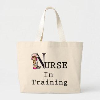 Enfermera en el entrenamiento bolsa tela grande