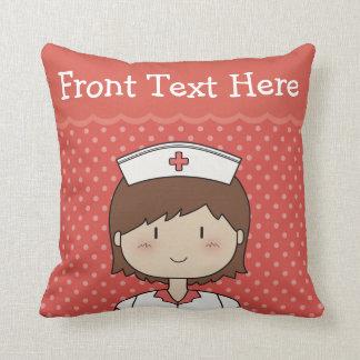 Enfermera feliz del dibujo animado con el pelo de cojín decorativo