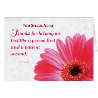 Enfermera para la amabilidad, margarita rosada de tarjeta de felicitación