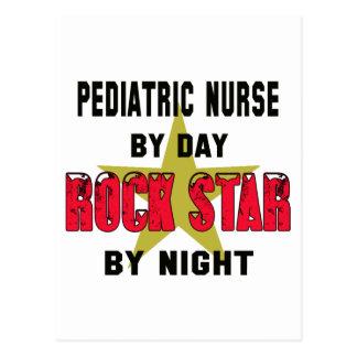 Enfermera pediátrica por el día rockstar por noche postal