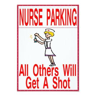 Enfermera que parquea solamente invitación 12,7 x 17,8 cm