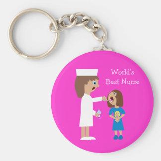 Enfermera y niño lindos del dibujo animado de la m llavero redondo tipo chapa