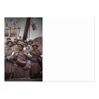 Enfermeras del afroamericano en la nave tarjetas de visita grandes