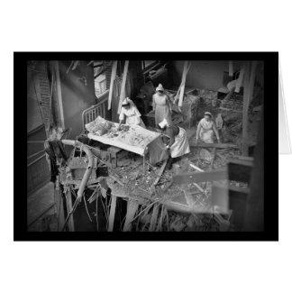 Enfermeras en WWII constructivo bombardeado Tarjeta De Felicitación
