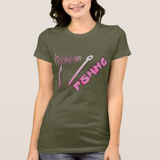 Enganchado en la pesca del gancho rosado camiseta
