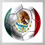 Engranaje de la bandera mexicana del balón de fútb posters
