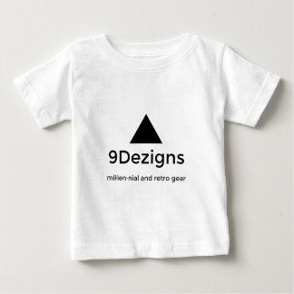 engranaje milenario y retro de 9Dezigns Camiseta De Bebé